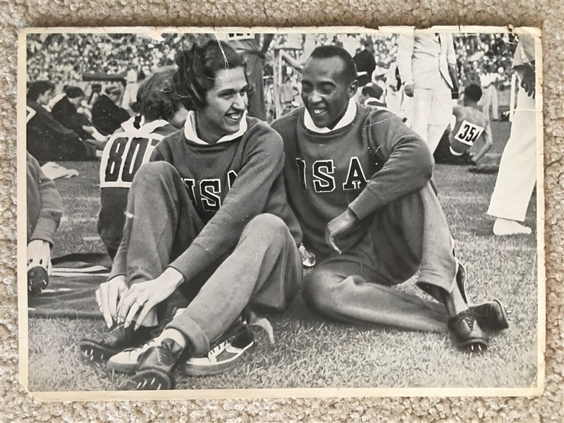 JESSE OWENS 1936 OLYMPIC GERMAN CIG 5x7 CARD