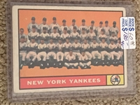 YANKEES TEAM 1961 TOPPS #228 Books $60.00- $180.00